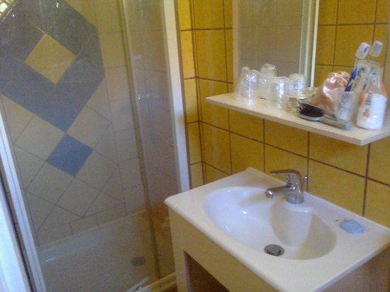 Hotel Villa Nina: Vue salle de bain