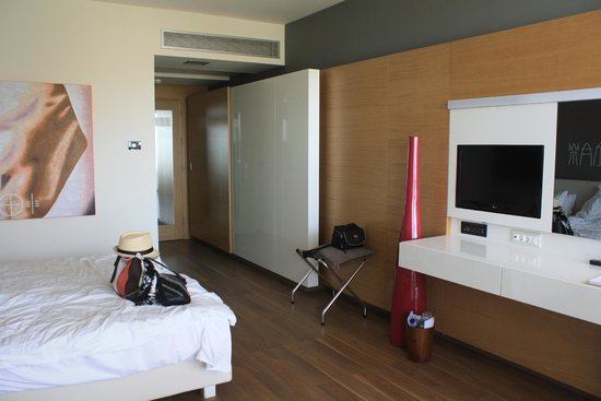 Avra Imperial Beach Resort & Spa: Our room (triple)
