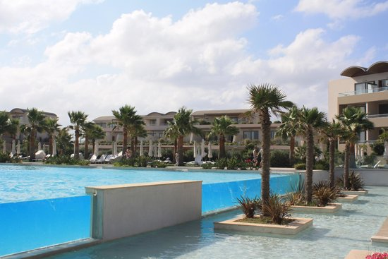 Avra Imperial Beach Resort & Spa: By the pool