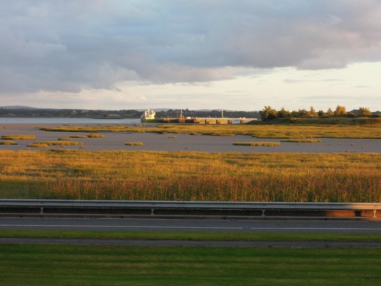 Park Inn by Radisson Shannon Airport : The view from our room at sunset