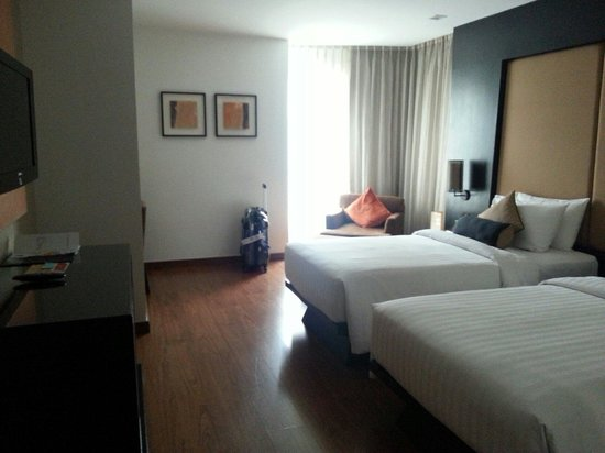 SilQ Bangkok: deluxe room with 2 single beds