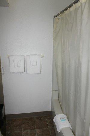 Mokihana: Bathroom