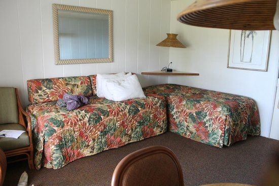 Mokihana: Two twin beds