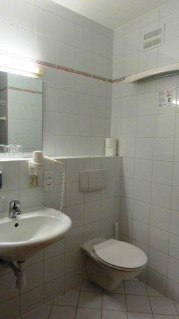 Sporthotel Dachstein West: Clean bathroom