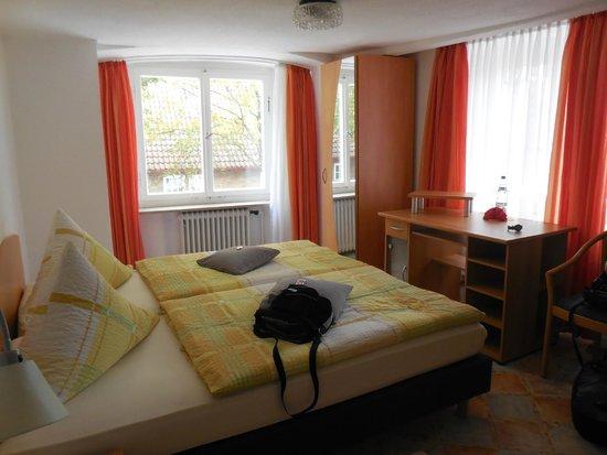 Hotel Anker Spanische Weinstube: shared bathroom room