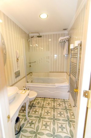 Muyan Suites: Bathroom
