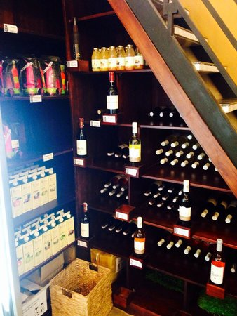100% Alimentation Generale de Qualite: Affordable wine selection
