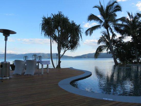 Paradise Bay Island Resort : Infinity pool