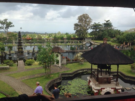 Tirta Ayu Hotel & Restaurant: Amazing view from the Tirta Ayu, overlooking the water palace.