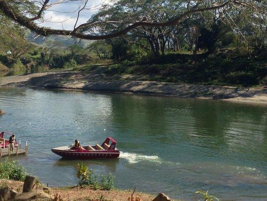 Sigatoka River Safari: Jet boat