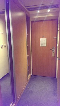 Archibald City: Входная дверь и шкаф-купе