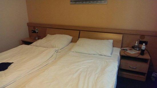 Archibald City: Двуспальная кровать