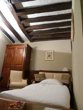 Relais Hotel du Vieux Paris: Zimmer