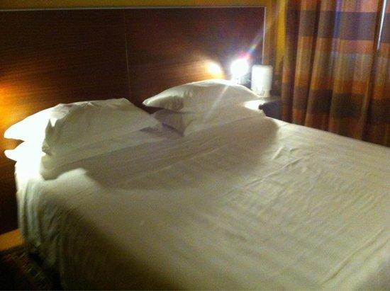 Best Western Plus City Hotel: Letto matrimoniale più largo del normale e con cuscini in latice o piuma d'oca