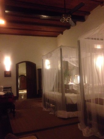 Galle Fort Hotel: Library suite