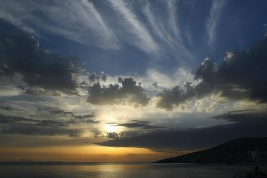 Seaside Saranda Hotel: Sunset view from the terrace