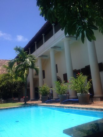 Galle Fort Hotel: Pool and courtyard