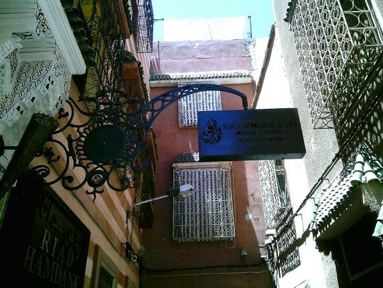 Riad Hamdane Et SPA : la stradina di accesso all'albergo