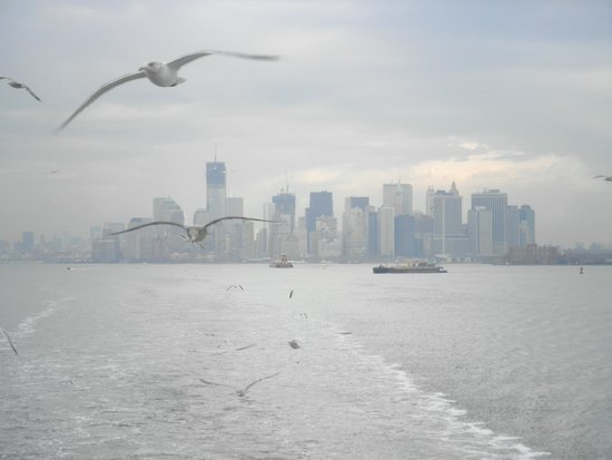 Staten Island Ferry : Looking back toward Manhattan