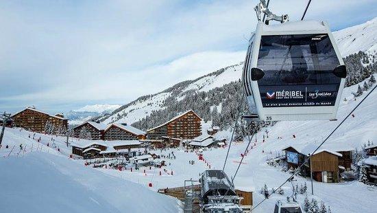 Hôtel Alpen Ruitor : le village de Méribel-Mottaret vu des pistes