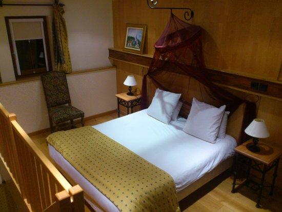 Hotel et Spa Le Lion d'Or: chambre en duplex