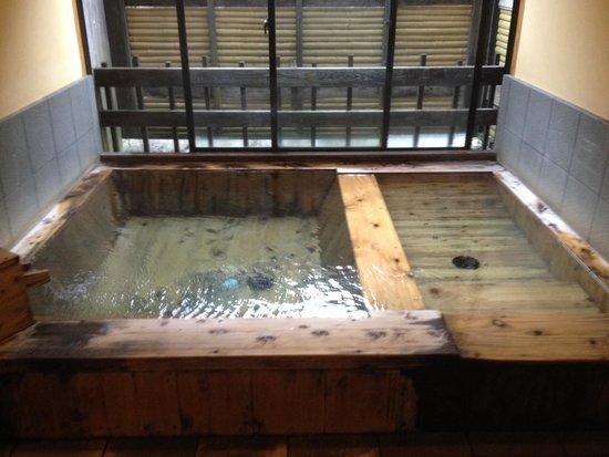 Tsuetate Onsen: 檜風呂   寝湯付き