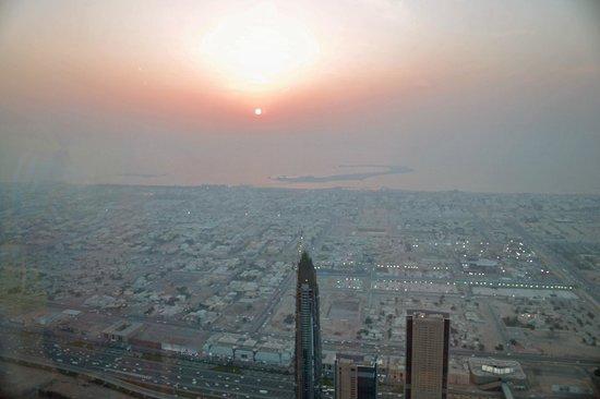 Burj Khalifa : sunset over Dubai