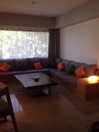 Grand Aston Bali Beach Resort: Ocean view suite 'living room'