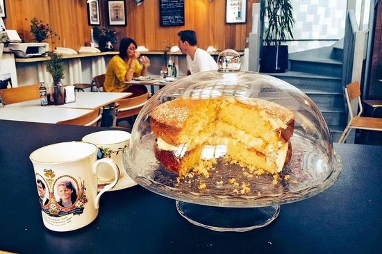Nana: Enjoying tea and cake