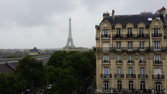 Hotel Duquesne Eiffel : Couldn't stop taking photos of our iconic view