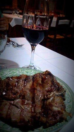 Pontelatone, İtalya: vino casavecchia e carne alla brace