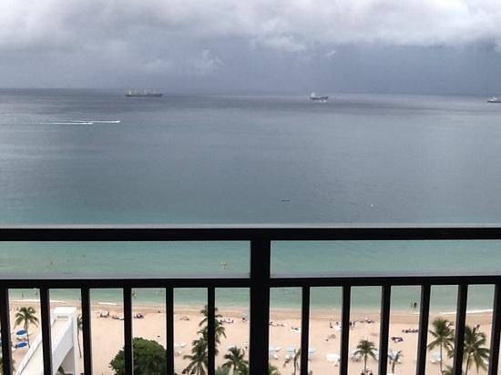 Marriott's BeachPlace Towers: felt like we had a balcony cabin on a cruise :)