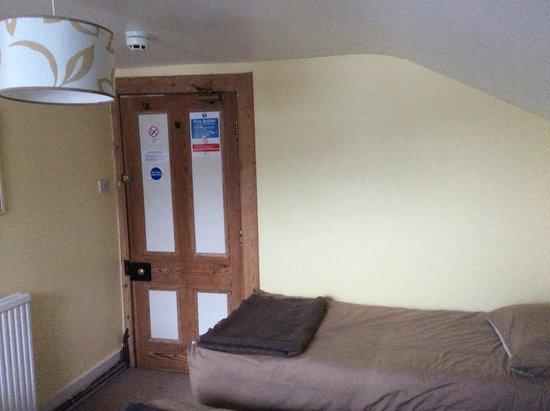 Stationmasters Hostel : Twin Bedroom