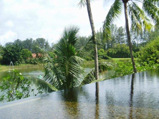 Banyan Tree Phuket: Lobby arround Water