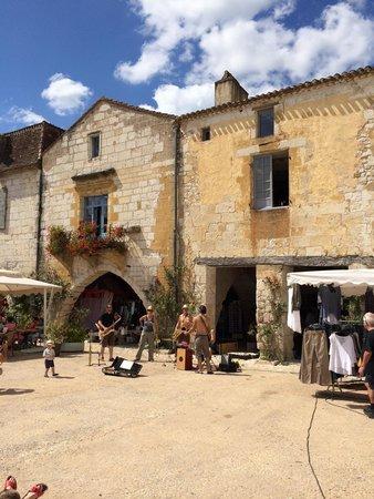 Place des Cornieres, Monpazier : Jeudi, jour du marché