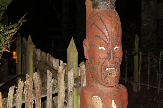 Pueblo maorí Tamaki: Sculpture