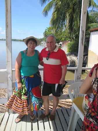 Pontal de Maceio Beach: Embarcados, cruzando ao lado de manguezais