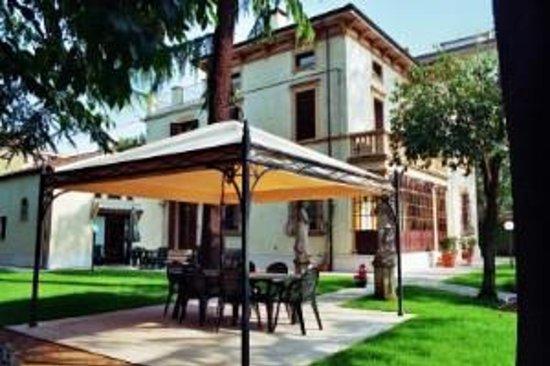 Bed and breakfast Villa Gloria: the villa