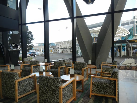 Novotel Auckland Airport: Lobby area.