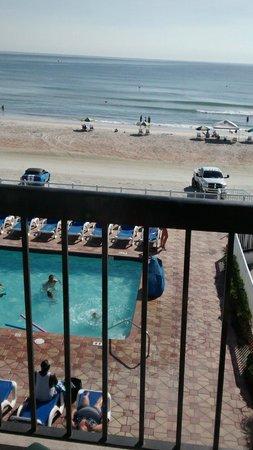 Tropical Winds Oceanfront Hotel: Piscine