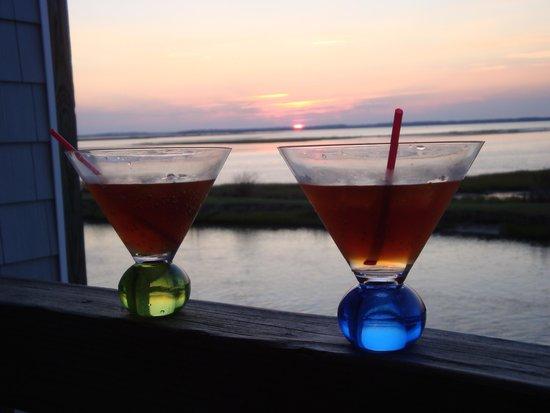 Island Motor Inn Resort: Relaxing at Sunset