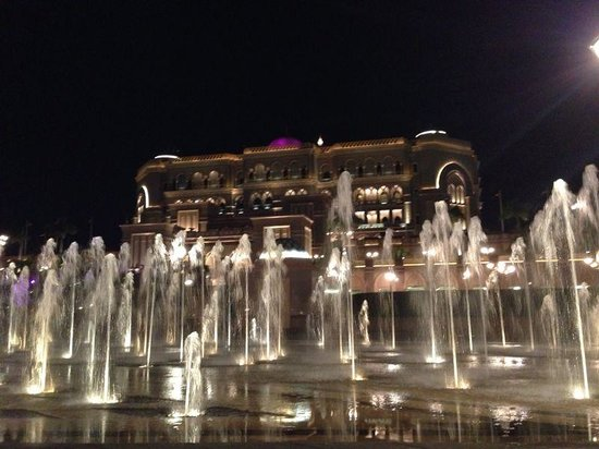 Mezzaluna: emirates palace