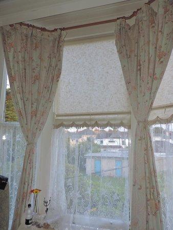 The Marilyn Mansion: A janela do quarto