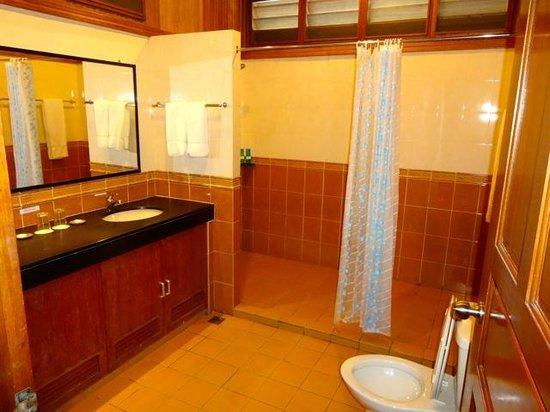 Pom Pom Island Resort & Spa: salle de bain