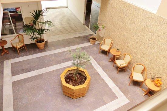 Tropicana Beach Hotel & Suites: Intrance