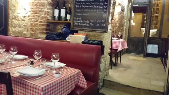 Chez Fernand Christine : inside view