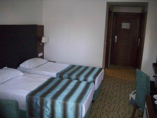 Palm Wings Beach Resort: 5 star hotel???????????????????