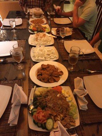 Villa Seriska Satu, Sanur: Dinner comprised of gado gado, pork rendang and satay.