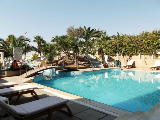 Golden Bay Beach Hotel: Pool