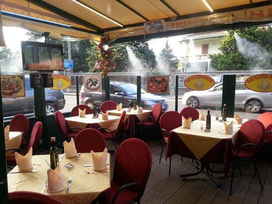 Pizzeria Manuno : SALA DEHOR MANUNO il piccolo posto dove si gusta la verace pizza napoletana.